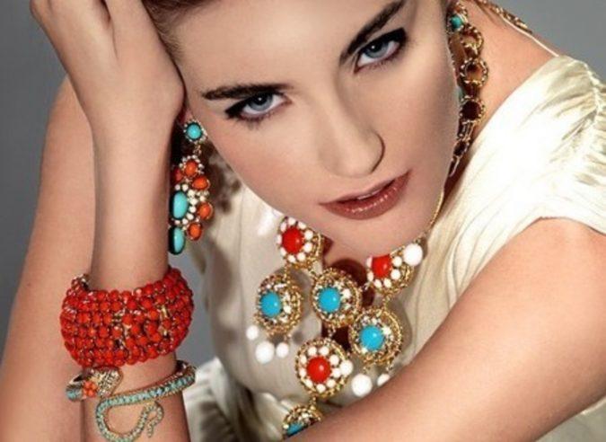 women-Jewelry-675x492 10 Reasons Why You Should Own Fashion Jewelry