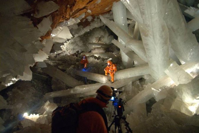 Giant-Crystal-CaveMexico-675x453 14 Unusual Facts about Earth Can't Be Found Anywhere Else