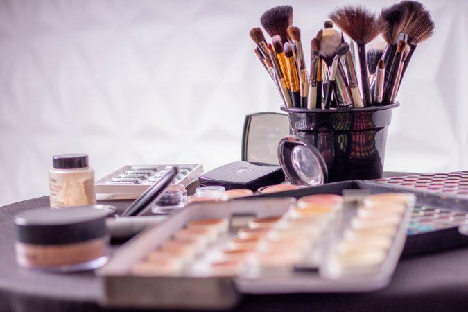 Makeup-Brush-Cleaner-675x450 5 Gadgets Every Aspiring Fashionista Needs