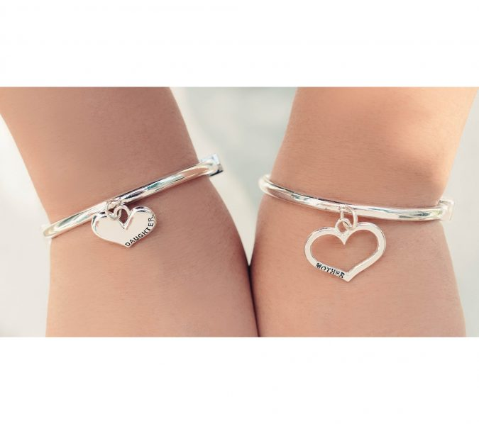 Mother-daughter-bracelet-1-675x598 Top 15 Creative Mother's Day Gift Ideas