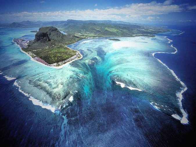 The-south-western-coast-of-Mauritius-1-675x506 14 Unusual Facts about Earth Can't Be Found Anywhere Else
