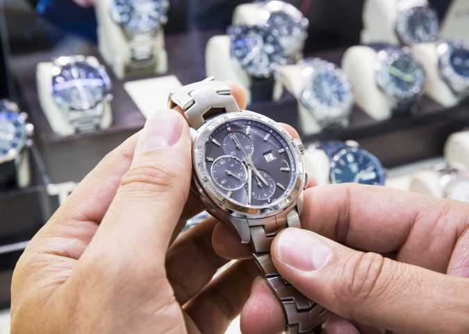 buying-a-watch-675x482 Guide to Help You Choose A Watch (A Luxury Every Man Deserves)