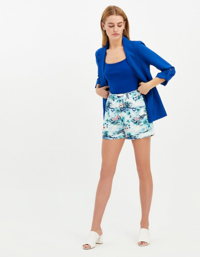 floral-short-summer-outfit-675x866 12 Fashion Trends of Summer and How to Style Them