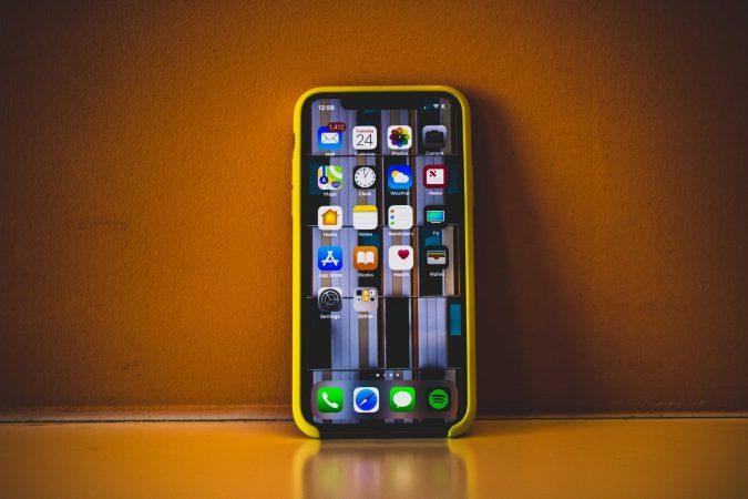 iPhone-675x450 5 Gadgets Every Aspiring Fashionista Needs