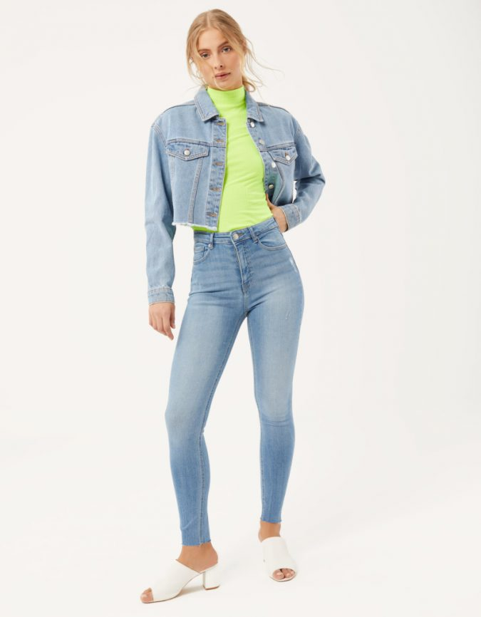 light-blue-jeans-neon-top-675x866 12 Fashion Trends of Summer and How to Style Them