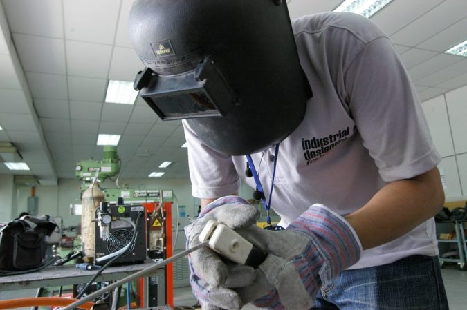 self-dimming-welding-mask-675x449 Welding Basics: 5 Most Important Things to Know If You Want to Weld Properly