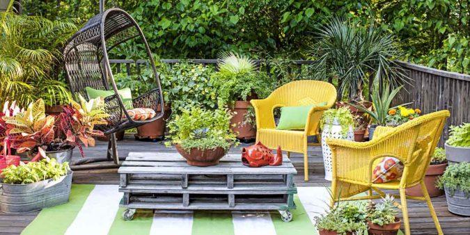 small-patio-garden-675x338 Living a More Comfortable Outdoor Lifestyle