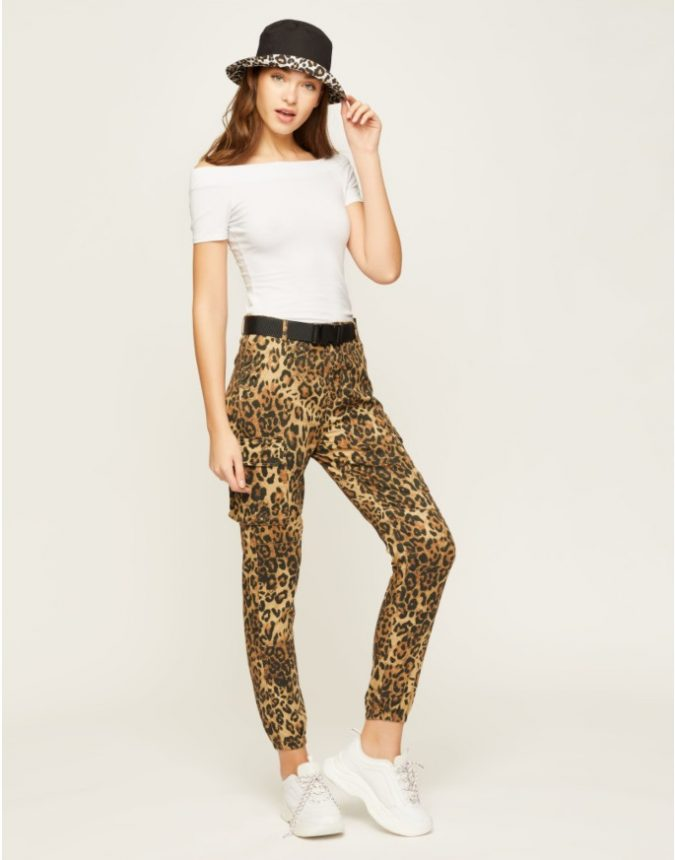 summer-outfit-animal-printed-trousers-675x860 12 Fashion Trends of Summer and How to Style Them