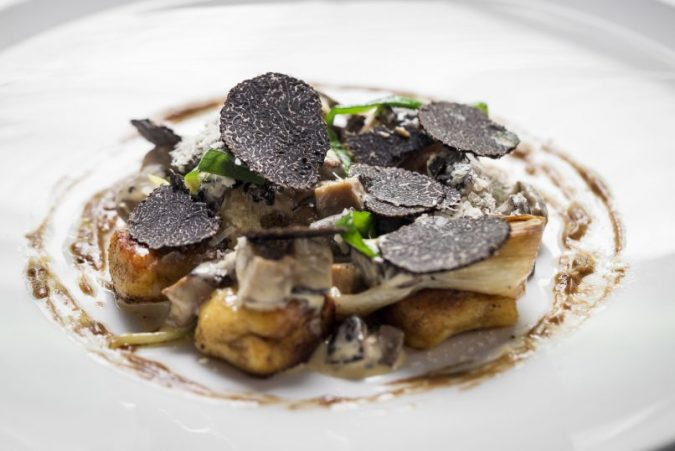 Black-Truffle-dish-675x451 10 Most Luxury Dishes Only for Billionaires