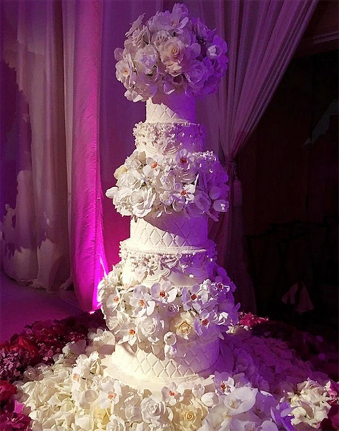 Joe-Manganiello-and-Sofia-Vergara-Wedding-Cake-675x859 Top 10 Most Expensive Wedding Cakes Ever Made