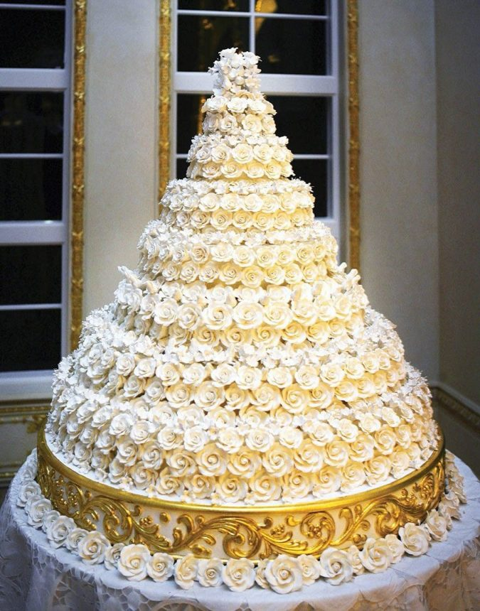 Melanie-Trump-and-Donald-Trump-Wedding-Cake-675x860 Top 10 Most Expensive Wedding Cakes Ever Made