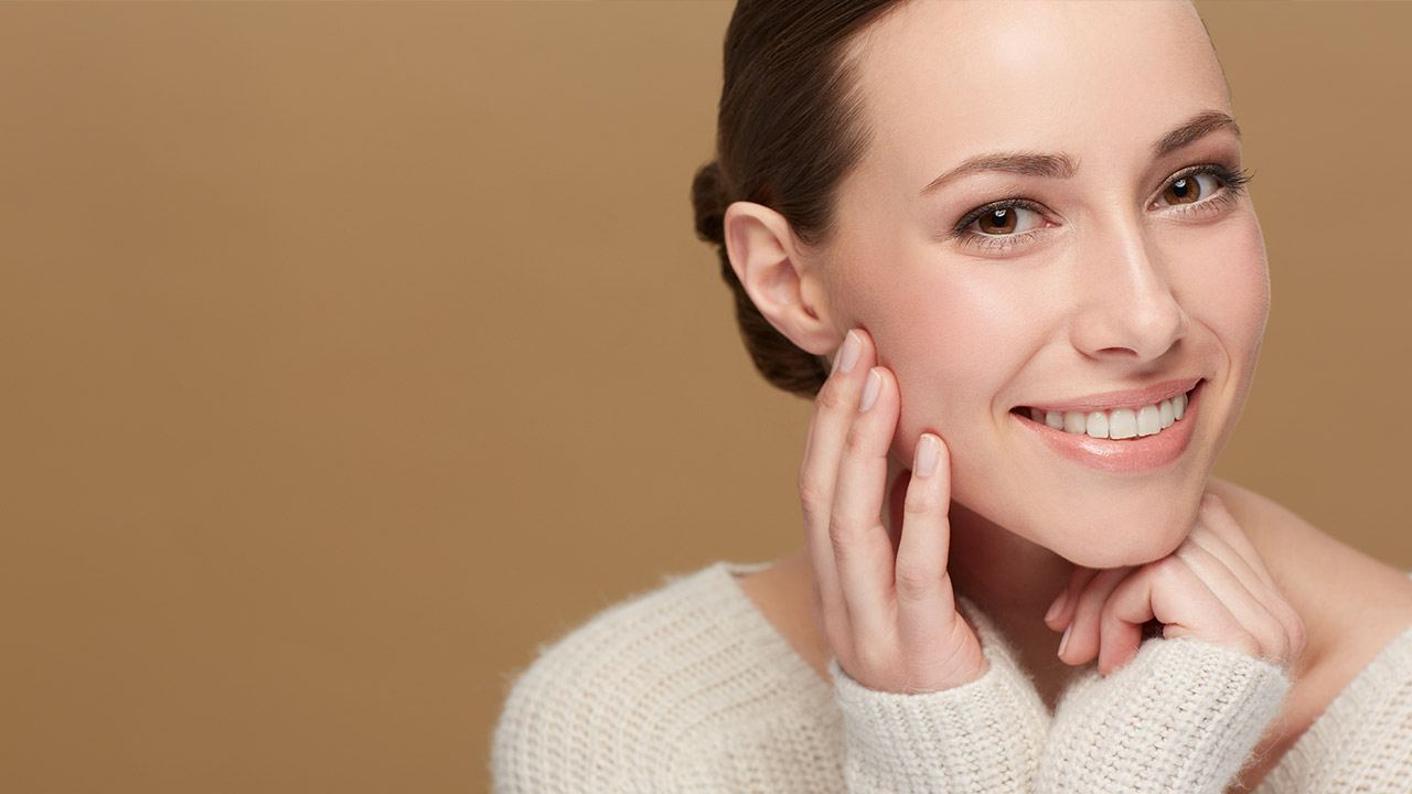 Moisturize-from-the-outside-in Get Healthy Clear Skin With These 5 Simple Tips