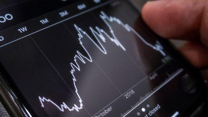 business-Beginning-investor-in-SP-500-index-fund-675x380 Top 10 Smartest Low Risk Ways to Invest Money