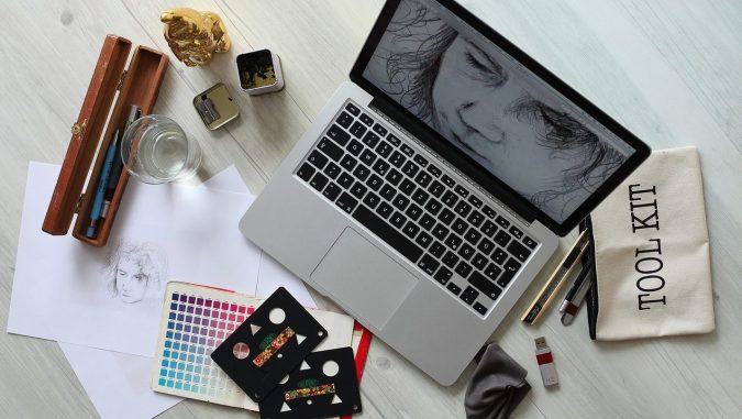 fashion-designing-on-laptop-675x381 Top 10 Best Fashion Handbag Design Software