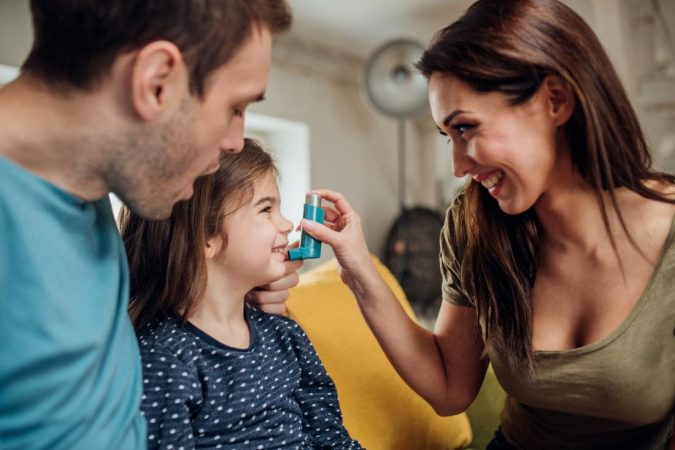 parents-helping-young-daughter-to-use-inhaler-675x450 Rare Genetic Disorder: 5 Ways to Show a Family Emotional Support
