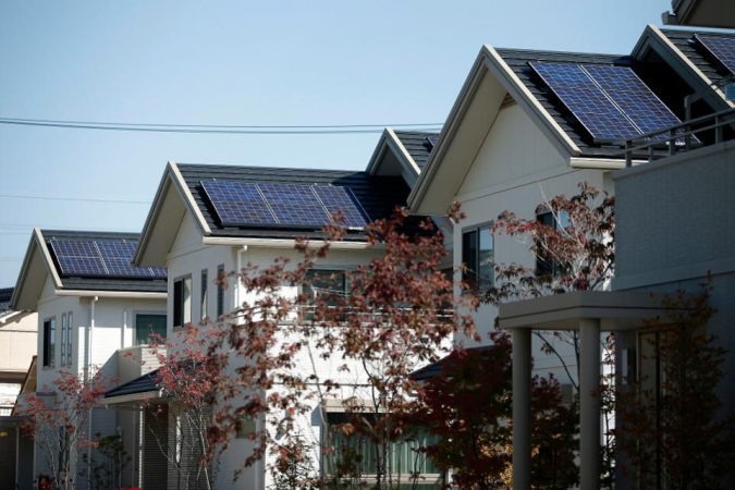 solar-panels-houses-675x450 10 Reasons You Must Change to Solar Energy
