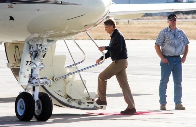 Bill-Gates-private-jet-675x437 15 Most Luxurious Helicopters and Private Jets Owned by Celebrities!