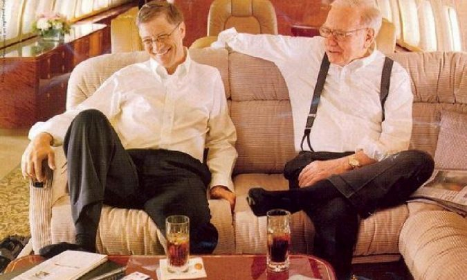 Bill-Gates-private-jet..-675x404 15 Most Luxurious Helicopters and Private Jets Owned by Celebrities!