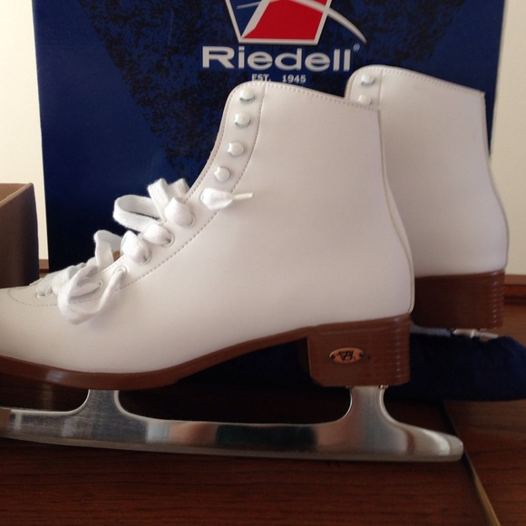 Riedell-figure-skates-1 How to Find the Perfect Pair of Figure Skates for You
