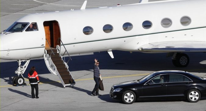 Tom-Cruise-675x364 15 Most Luxurious Helicopters and Private Jets Owned by Celebrities!