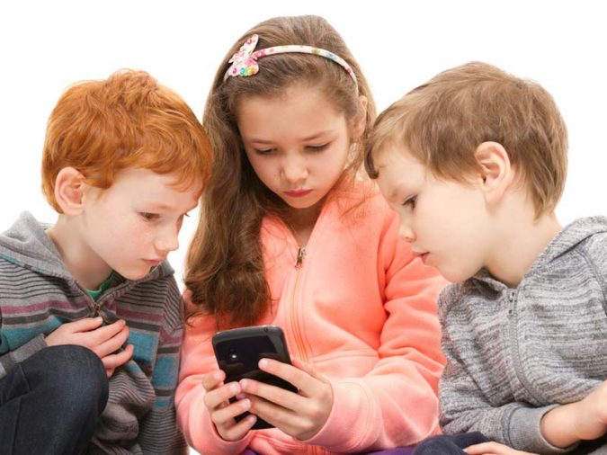 children-using-cell-phones-675x506 Top 5 Reasons to Use Cell Phone Tracker