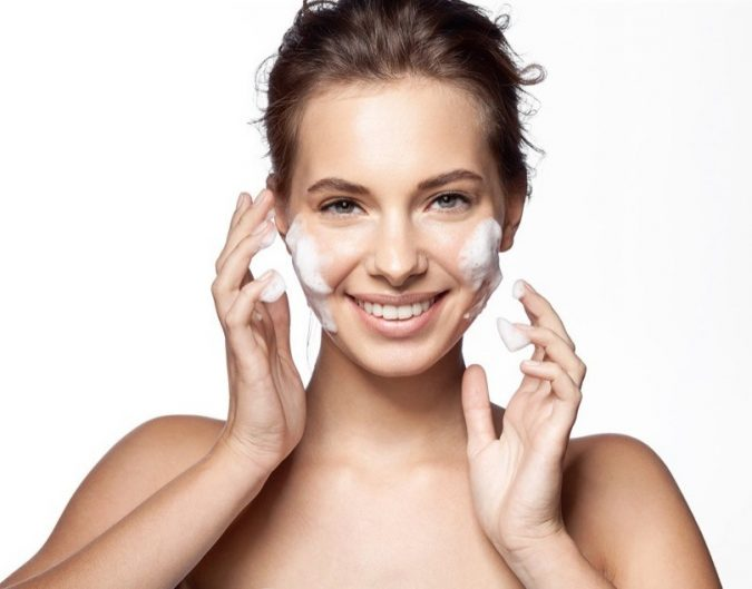 cleaning-face-675x529 Top 10 Eco-Friendly Beauty Essentials