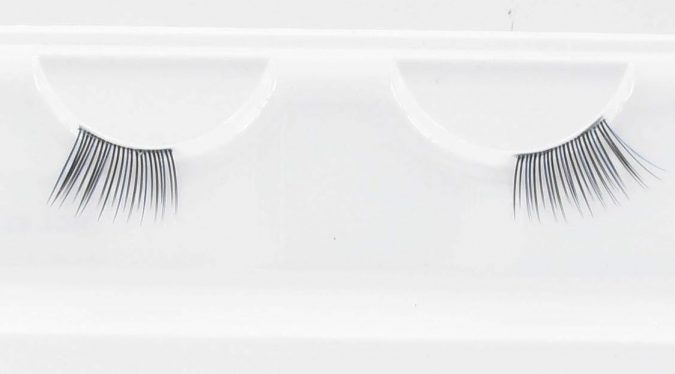 half-eyelashes-675x374 Top 20 Newest Eyelashes Beauty Trends in 2020