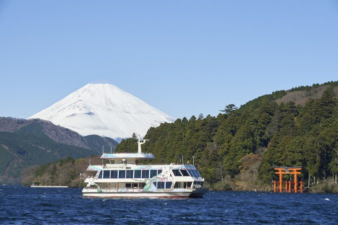 lake-ashinoko-cruise-Japan-675x449 Top 10 Most Luxurious Cruises for Couples in 2020