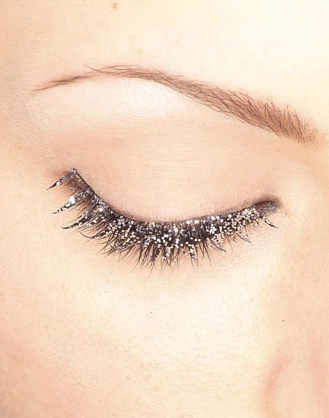makeup-Glitter-eyelashes-675x857 Top 20 Newest Eyelashes Beauty Trends in 2020