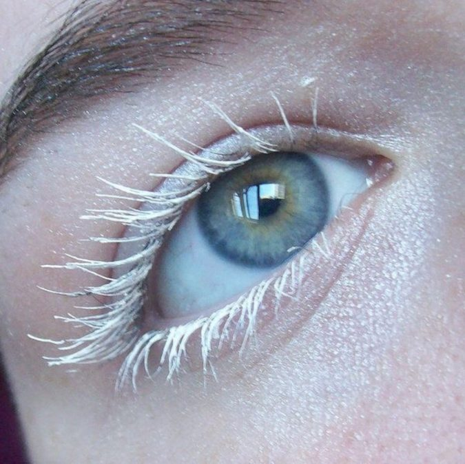 makeup-White-eyelashes-2-675x674 20+ Natural Prom Makeup Ideas and Tutorials in 2020