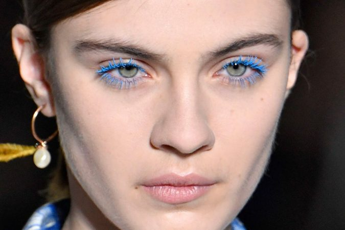 makeup-blue-mascara-neon-lashes-675x450 Top 20 Newest Eyelashes Beauty Trends in 2019