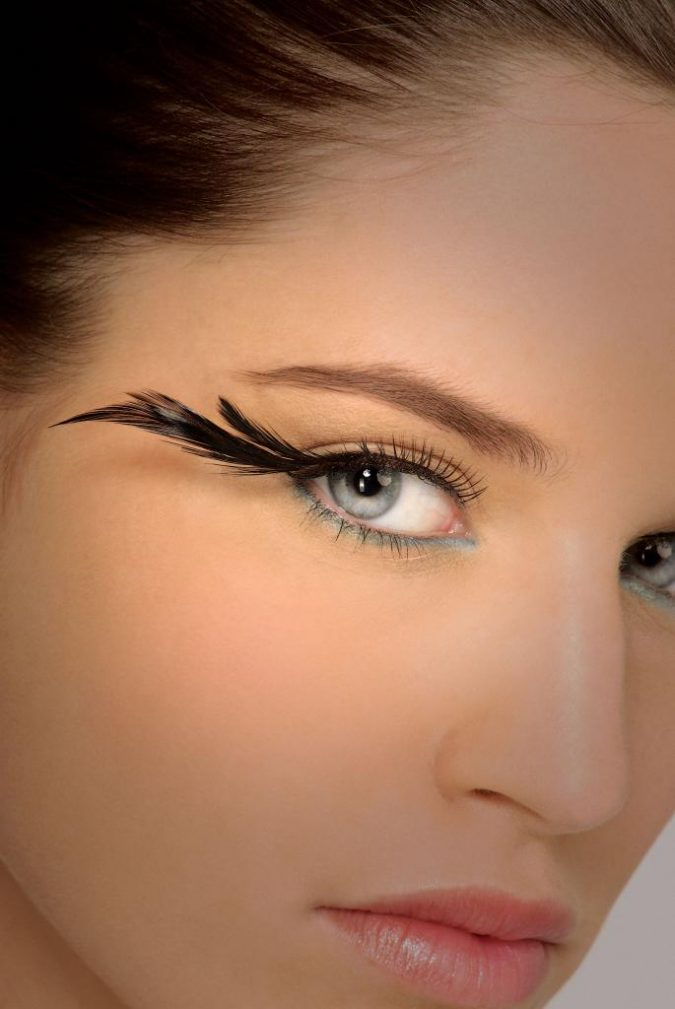 makeup-eyelashes-with-side-feathers-675x1009 Top 20 Newest Eyelashes Beauty Trends in 2020