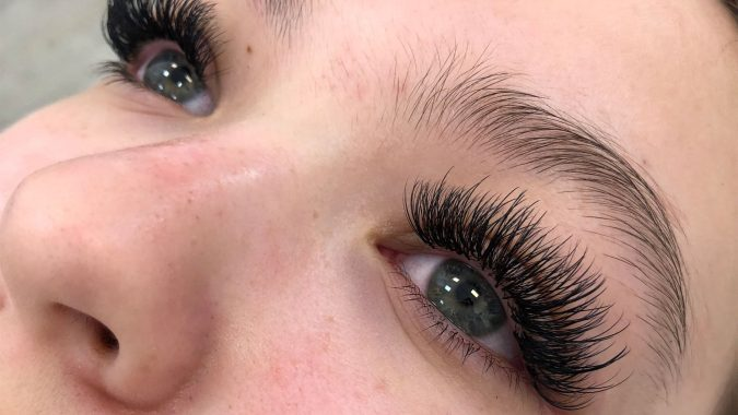 makeup-hybrid-eyelash-extensions-675x380 Top 20 Newest Eyelashes Beauty Trends in 2019