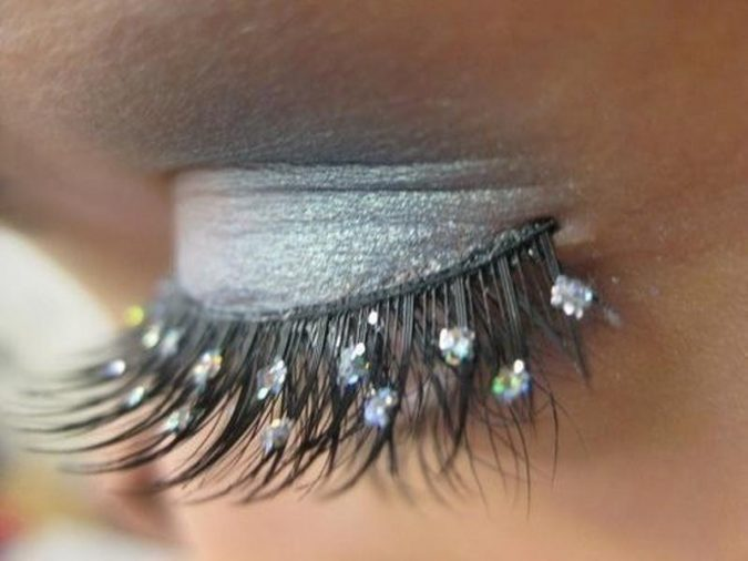 makeup-jeweled-Eyelash-extensions-675x506 Top 20 Newest Eyelashes Beauty Trends in 2020