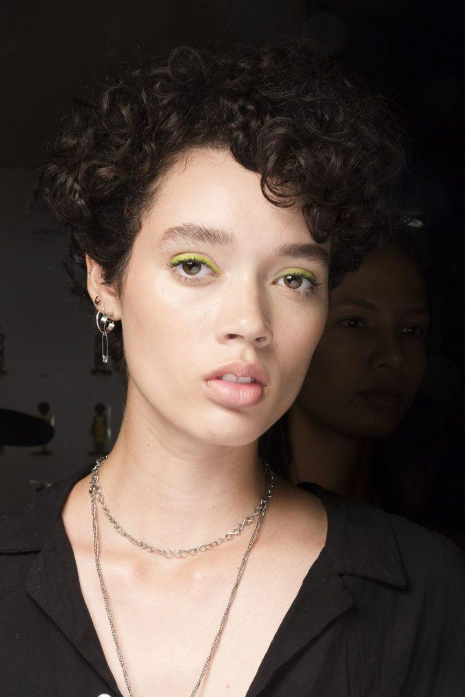 makeup-neon-eyeliner-675x1013 20 Best Graduation Makeup Ideas and Tutorials in 2020