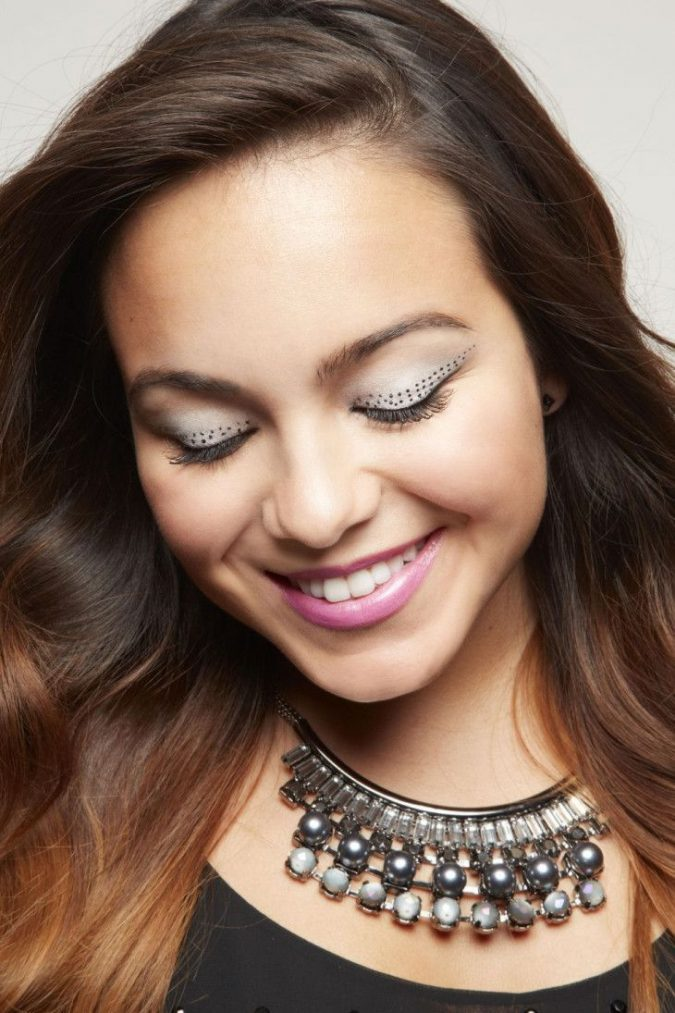 makeup-polka-dot-eyeliner-675x1013 20+ Natural Prom Makeup Ideas and Tutorials in 2020