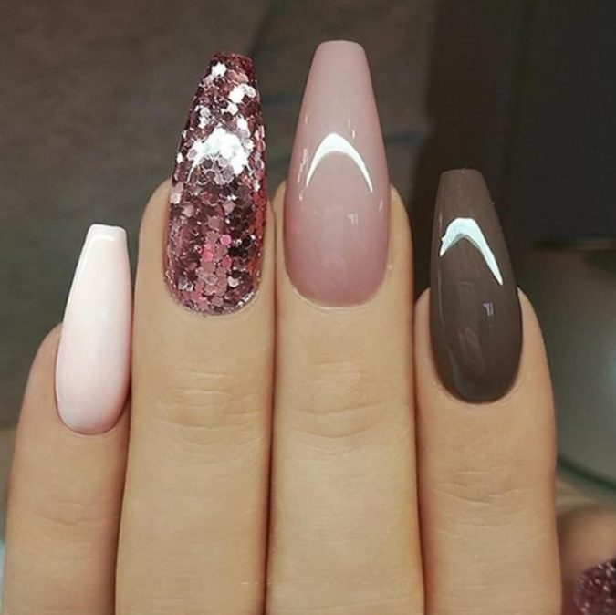 nude-and-brown-nails-675x674 +60 Hottest Nail Design Ideas for Your 2019 Graduation