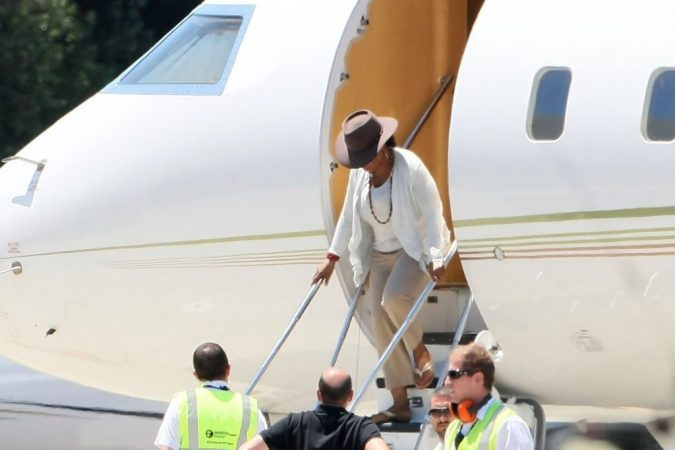 oprah_winfrey-675x450 15 Most Luxurious Helicopters and Private Jets Owned by Celebrities!