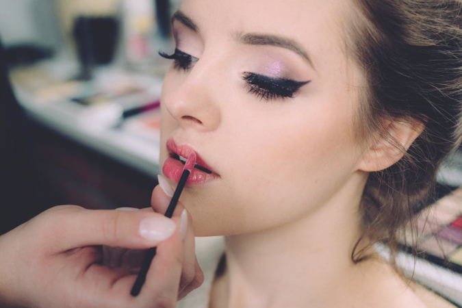 Makeup-gadgets-675x450 6 Must-Have Beauty Gadgets You Can Buy Today