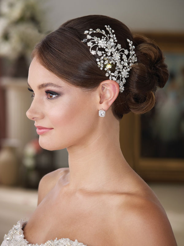 bridal-headpiece Three Accessories That Brides Shouldn't Skip