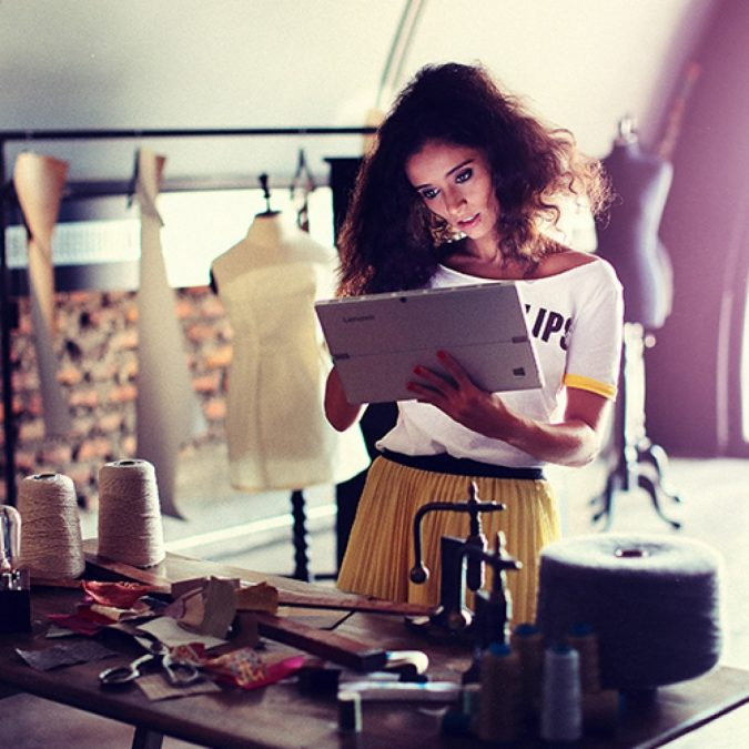 fashion-journalist-675x675 Top 10 Steps to Become a Celebrity Stylist and Start Your Fashion Business