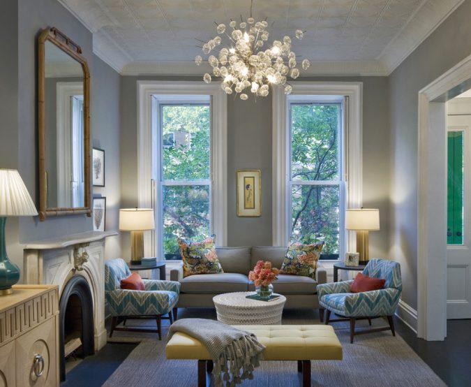 mix-of-modern-and-classic-styles-home-decor-living-room-675x554 11 Tips on Mixing Antique and Modern Décor Styles