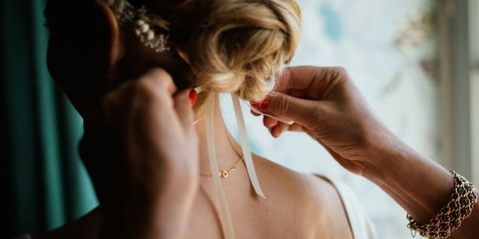Wedding-Hairdresser-675x338 How to Become a Bridal Stylist