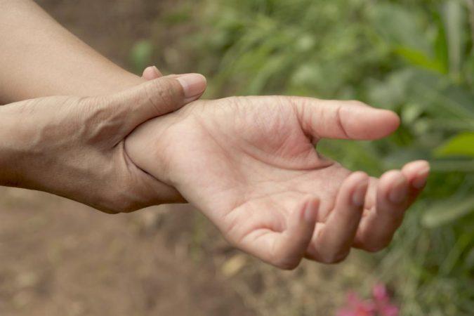 arthritis-discomfort-wrest-675x450 Top 15 Medical Uses of CBD Oil