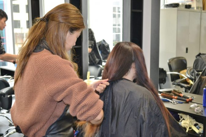 hairdressing-course-learning-hairdressing-675x450 How to Become a Bridal Stylist