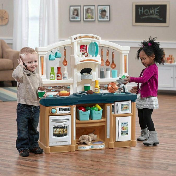 home-wood-flooring-kids-playing-675x675 The Ultimate Guide to Flooring Options