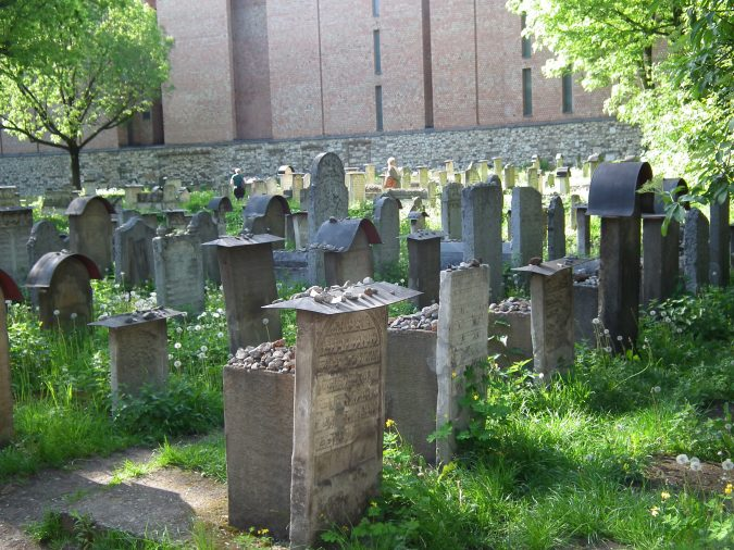 jewish-quarter-cemetery-krakow-675x506 Top 12 Unforgettable Things to Do in Krakow