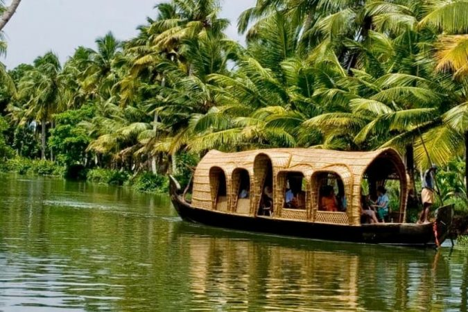 Alleppey-Kerala-675x450 Ten Ideas for Family Holidays in India