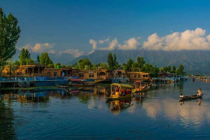 Srinagar-Kashmir-675x452 Ten Ideas for Family Holidays in India