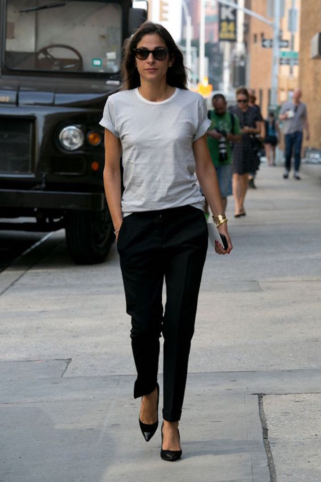 T-shirt-outfit-2 20 Must-Have Wardrobe Pieces Every Woman Over 40 Needs
